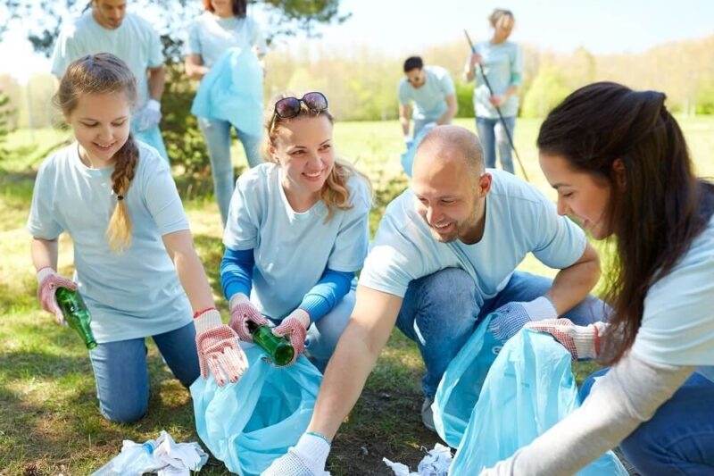 litter clean up volunteers