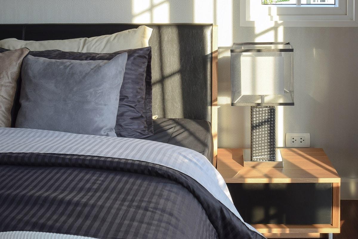 removing bedroom clutter